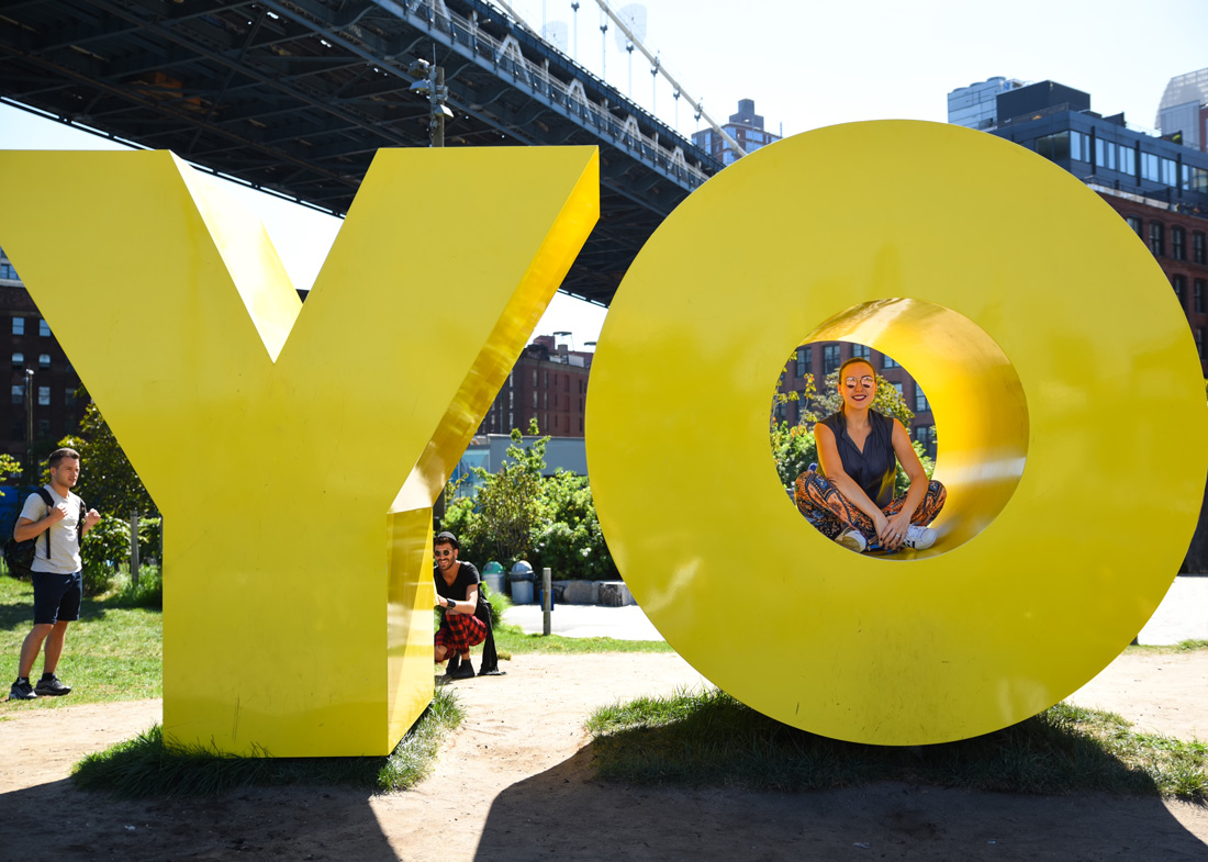 YO OY letters at brooklyn dumbo park