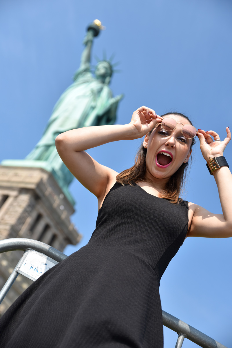 tugce in front of statue of Liberty