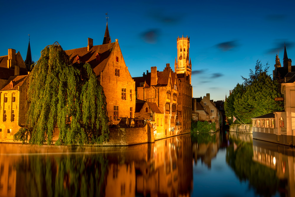 Bruges dijver canal night shot