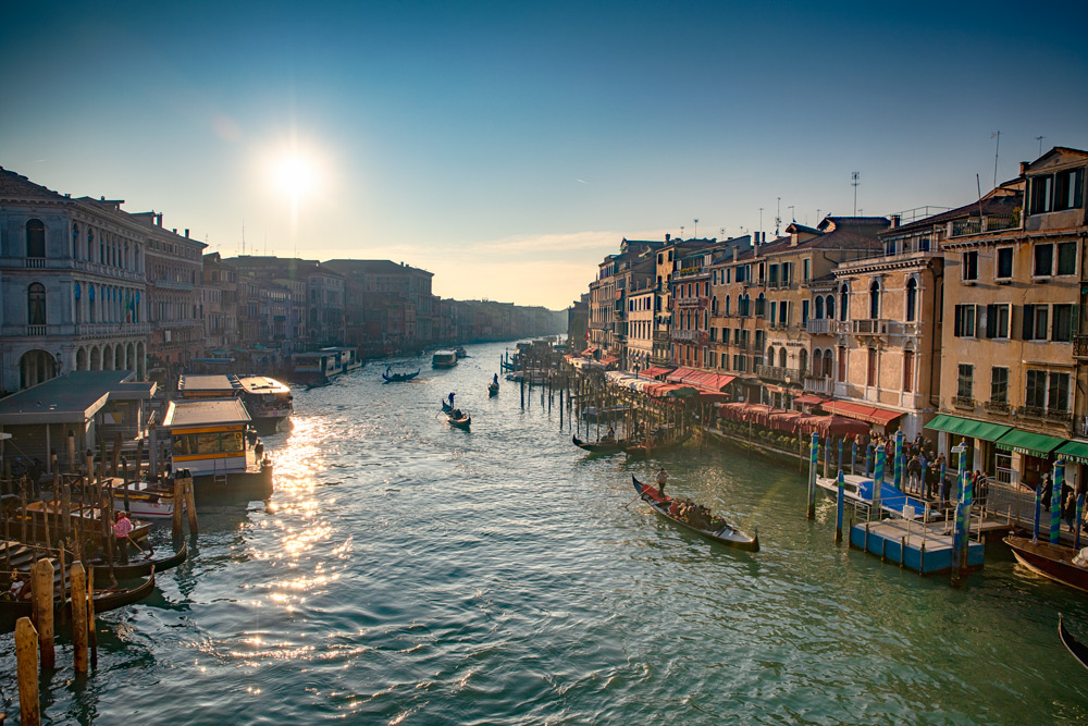 Sunset Rialto Bridge in Venice