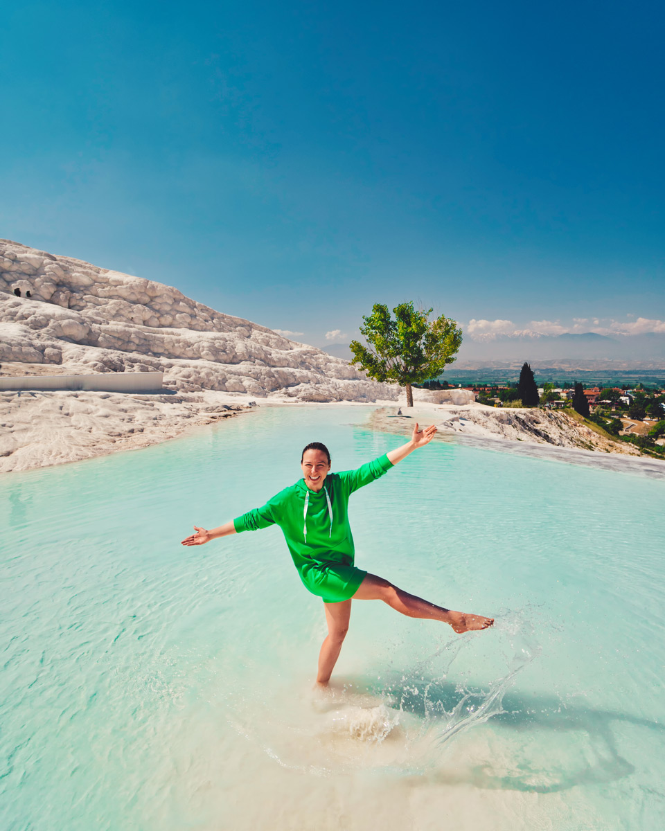 Tugce having fun on Pamukkale travertens